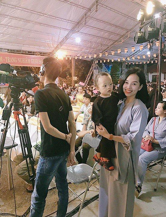 Đưa con trai lên chùa cầu bình an, single mom Ly Kute khiến ai nấy bất ngờ vì ngoại hình phổng phao, cao lớn của cậu bé-8
