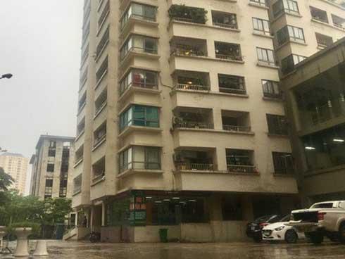 Nghi vấn bảo vệ chung cư ở Hà Nội sàm sỡ 2 bé gái trong thang máy-1