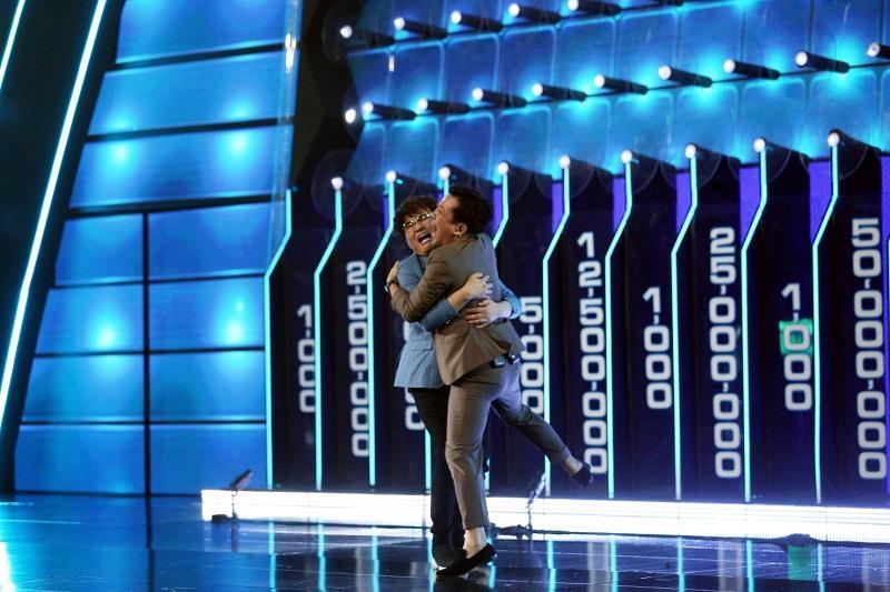 Đại Nghĩa ôm chặt Trường Giang, rơi nước mắt khi đoạt được giải thưởng cao kỷ lục gần 1 tỷ đồng-3