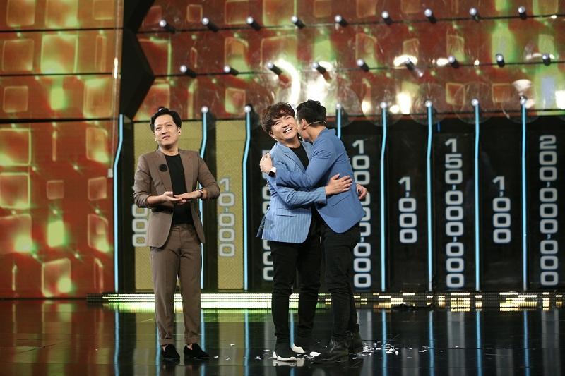 Đại Nghĩa ôm chặt Trường Giang, rơi nước mắt khi đoạt được giải thưởng cao kỷ lục gần 1 tỷ đồng-8