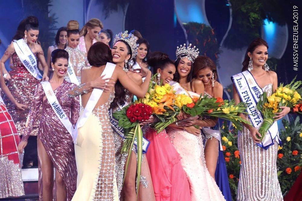 Hoa hậu Venezuela 2019 lộ diện kém sắc, ngực lép nhưng vẫn đe dọa khả năng intop của Hoàng Thùy-1