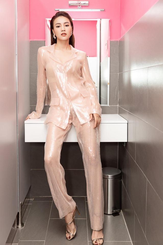 Vbiz có mấy ai diện vest xuyên thấu lộ nội y không bị chê phản cảm lại được khen đẹp xuất sắc như Ninh Dương Lan Ngọc-4