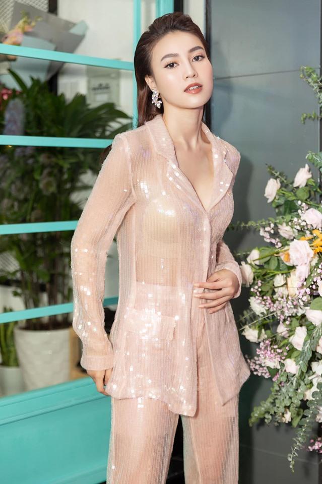 Vbiz có mấy ai diện vest xuyên thấu lộ nội y không bị chê phản cảm lại được khen đẹp xuất sắc như Ninh Dương Lan Ngọc-8