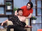 Lột áo khoe body 'đuông dừa', Trấn Thành yêu cầu Quang Trung mát-xa trên sóng truyền hình