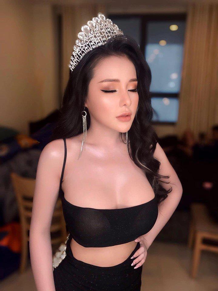 Lỗi thời trang cơ bản khiến Ngọc Trinh, Ngân 98 ê chề vì lộ miếng dán ngực phản cảm-2