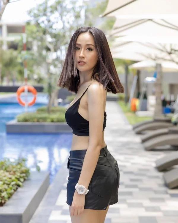 Cùng khoe street style với sắc hồng: Sơn Tùng đỏm dáng - Ngọc Trinh sexy - Phạm Hương cổ điển-9