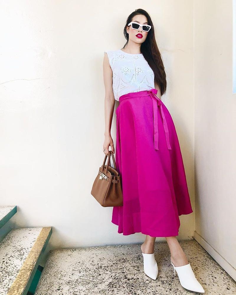 Cùng khoe street style với sắc hồng: Sơn Tùng đỏm dáng - Ngọc Trinh sexy - Phạm Hương cổ điển-11
