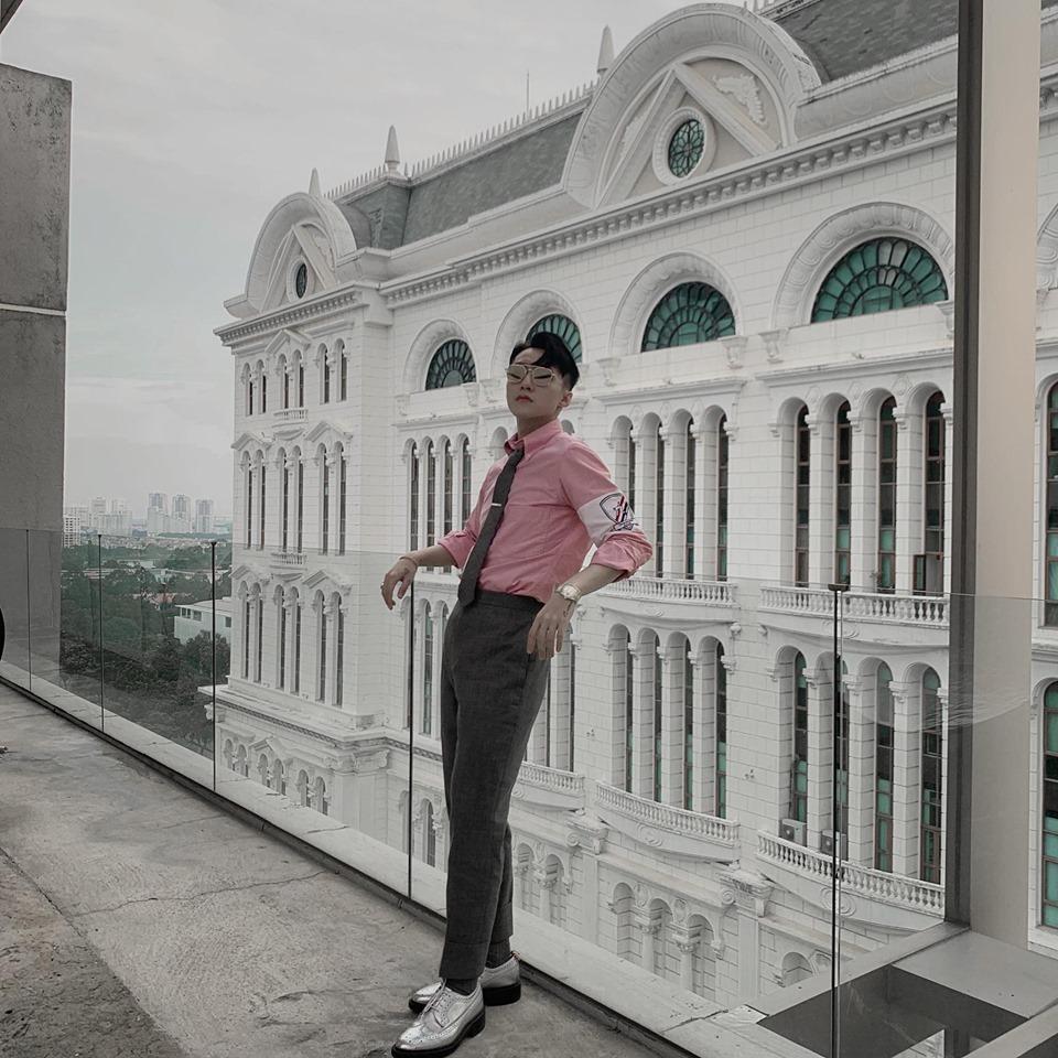 Cùng khoe street style với sắc hồng: Sơn Tùng đỏm dáng - Ngọc Trinh sexy - Phạm Hương cổ điển-1