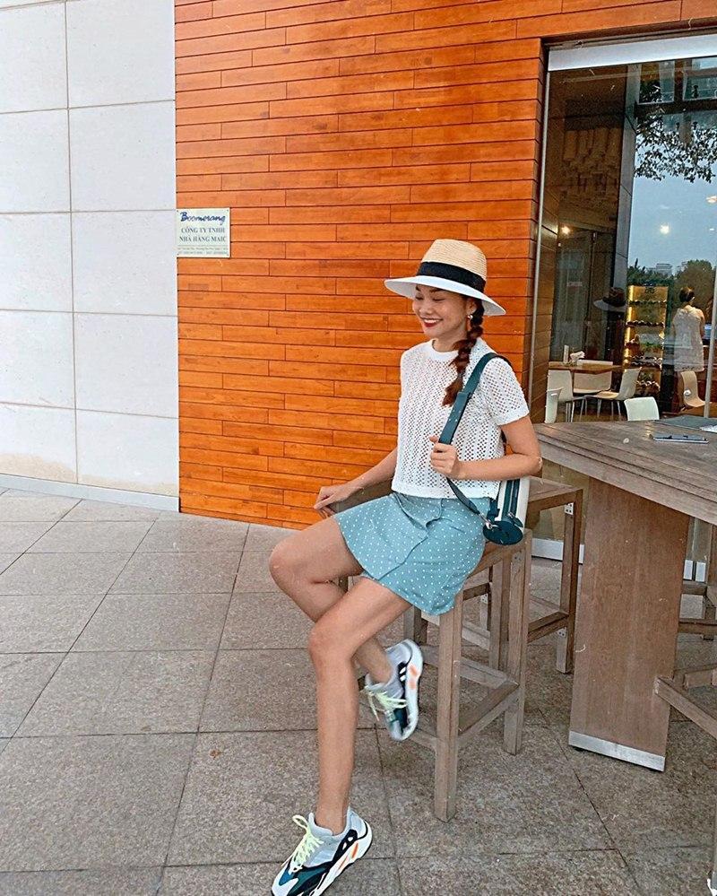 Cùng khoe street style với sắc hồng: Sơn Tùng đỏm dáng - Ngọc Trinh sexy - Phạm Hương cổ điển-4