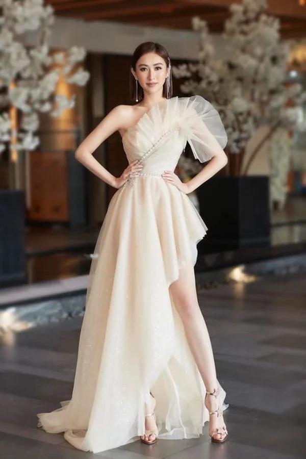 Nhã tiểu tam Quỳnh Nga khoe nhan sắc trong veo với đầm trắng - Tú Hảo chơi lớn với váy xẻ tận xương hông-2