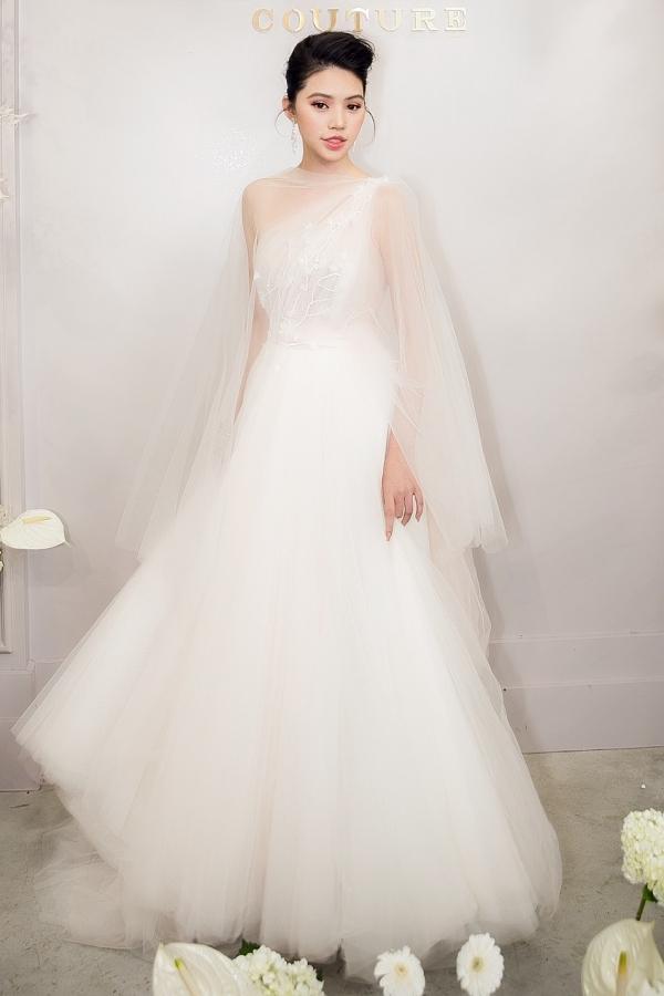 Nhã tiểu tam Quỳnh Nga khoe nhan sắc trong veo với đầm trắng - Tú Hảo chơi lớn với váy xẻ tận xương hông-6