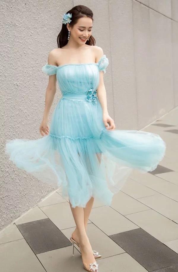 Nhã tiểu tam Quỳnh Nga khoe nhan sắc trong veo với đầm trắng - Tú Hảo chơi lớn với váy xẻ tận xương hông-9