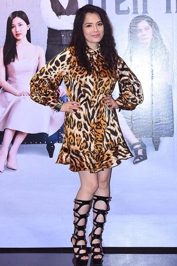 Chụp chung khung hình với Ngọc Trinh, Huyền Lizzie lạc quẻ mất điểm - Goo Hye Sun mặc áo chống nắng lên thảm đỏ-2