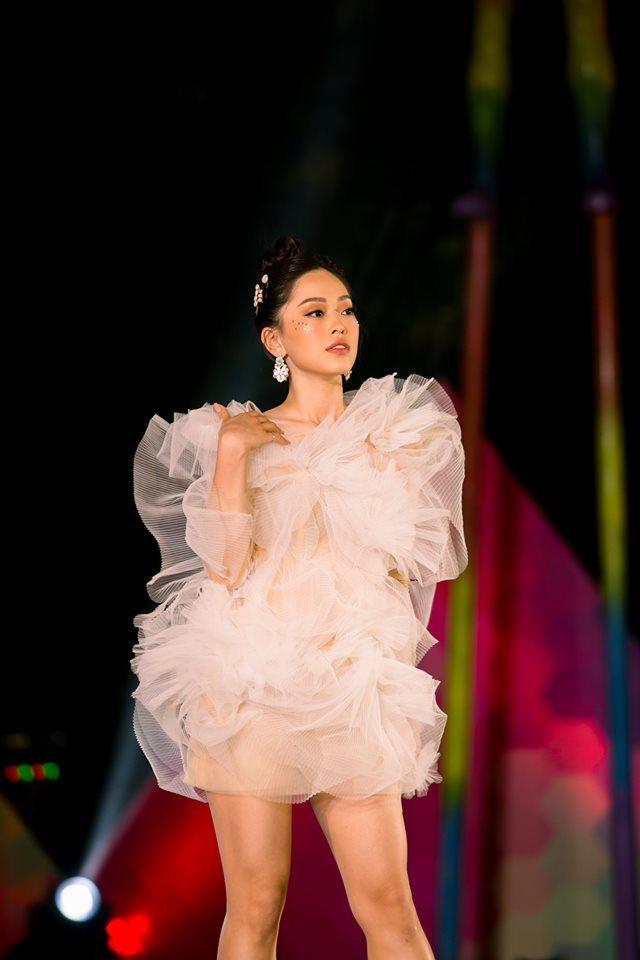 Diện chung váy bông tắm, tinh tế như Hương Giang đến Bùi Phương Nga, Quỳnh Châu đều bị chê xấu-6