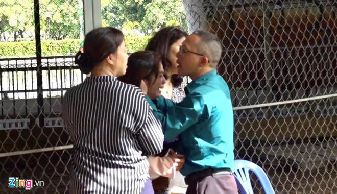Sập cổng công trường, một phụ nữ ở Sài Gòn thoát chết-3