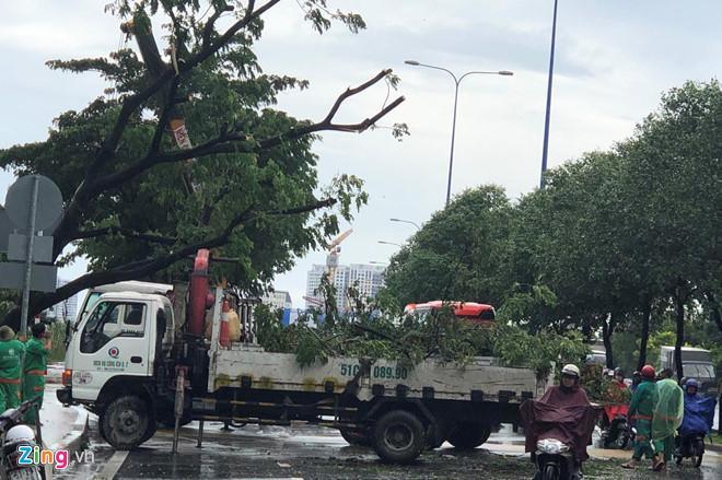 Sập cổng công trường, một phụ nữ ở Sài Gòn thoát chết-4
