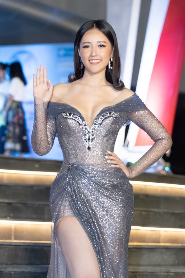 Lương Bằng Quang sánh bước dàn hoa hậu đình đám trên thảm đỏ Miss World Vietnam 2019-1