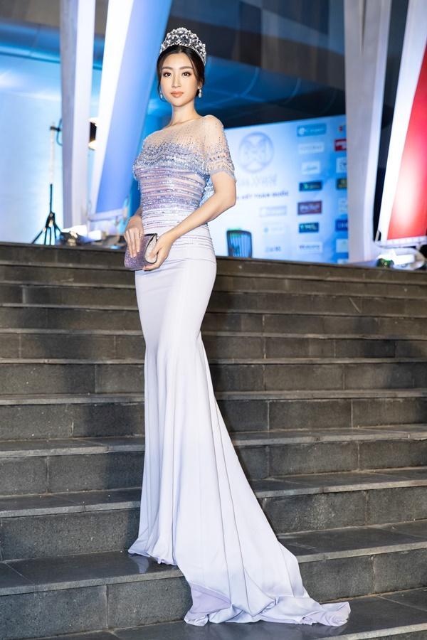 Lương Bằng Quang sánh bước dàn hoa hậu đình đám trên thảm đỏ Miss World Vietnam 2019-3