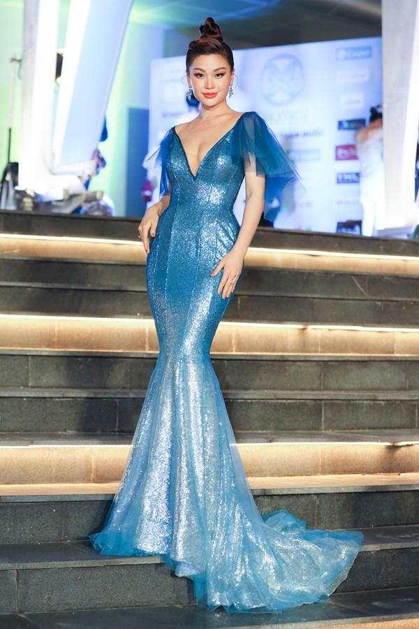 Lương Bằng Quang sánh bước dàn hoa hậu đình đám trên thảm đỏ Miss World Vietnam 2019-9