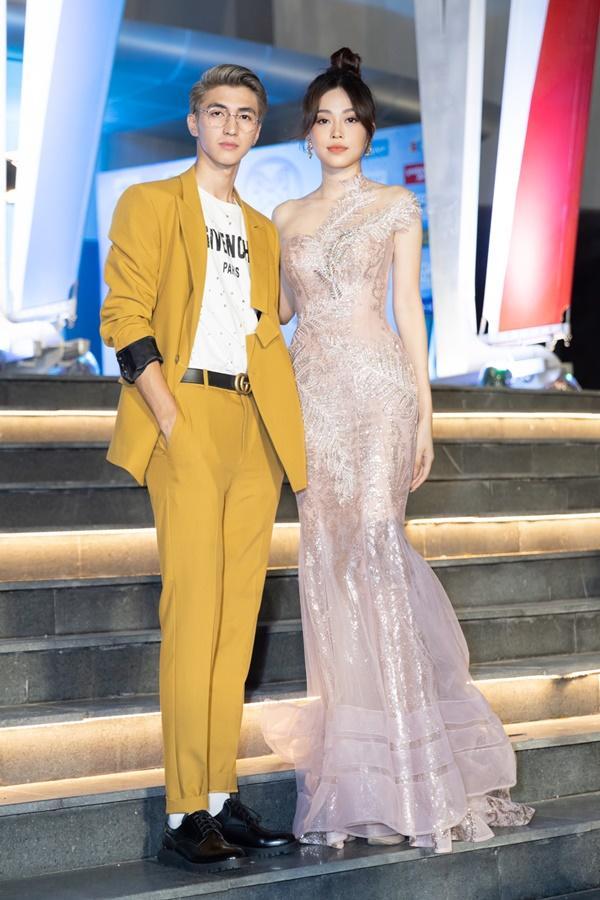 Lương Bằng Quang sánh bước dàn hoa hậu đình đám trên thảm đỏ Miss World Vietnam 2019-8