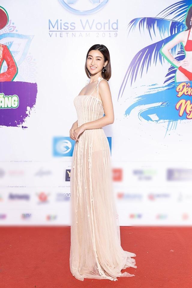 Đụng váy xuyên thấu lộ cả nội y nhưng Đỗ Mỹ Linh - Sam - Jolie Nguyễn vẫn đẹp bất chấp-1