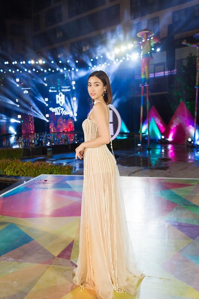 Đụng váy xuyên thấu lộ cả nội y nhưng Đỗ Mỹ Linh - Sam - Jolie Nguyễn vẫn đẹp bất chấp-3