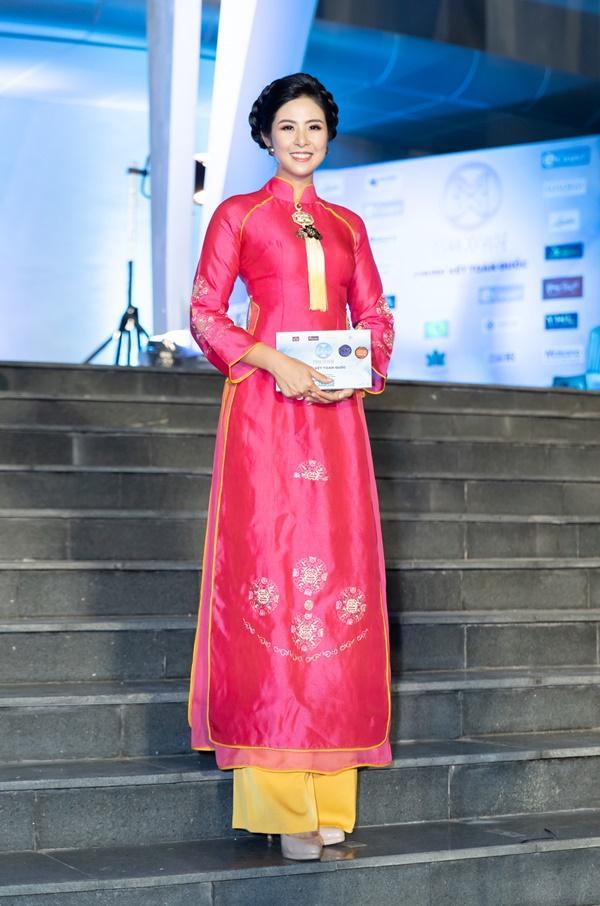 Lương Bằng Quang sánh bước dàn hoa hậu đình đám trên thảm đỏ Miss World Vietnam 2019-5