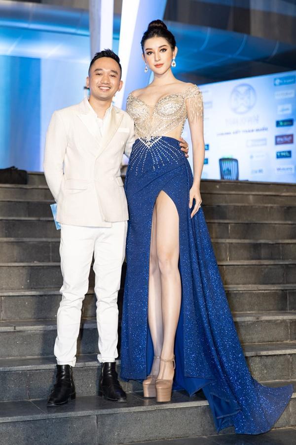 Lương Bằng Quang sánh bước dàn hoa hậu đình đám trên thảm đỏ Miss World Vietnam 2019-11