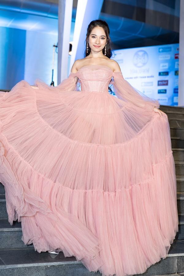 Lương Bằng Quang sánh bước dàn hoa hậu đình đám trên thảm đỏ Miss World Vietnam 2019-14