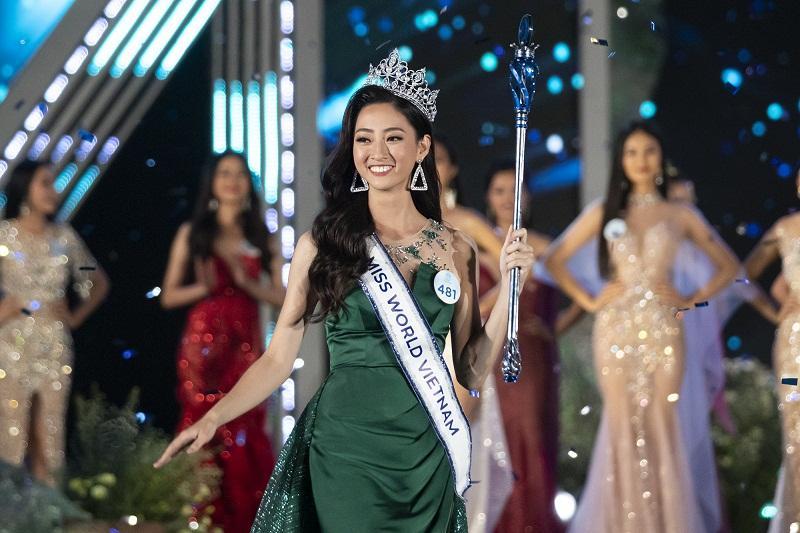 Nhan sắc Đại học Ngoại thương Lương Thùy Linh chính thức đăng quang Miss World Vietnam 2019-2