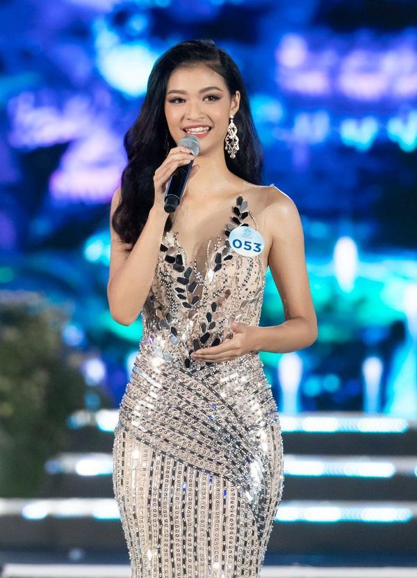 Nhan sắc Đại học Ngoại thương Lương Thùy Linh chính thức đăng quang Miss World Vietnam 2019-8