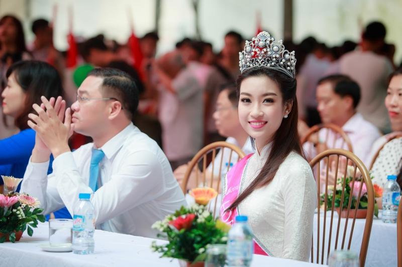 Lương Thùy Linh đăng quang Miss World Vietnam 2019, một lần nữa thiên hạ phải trầm trồ về Đại học Ngoại thương-7