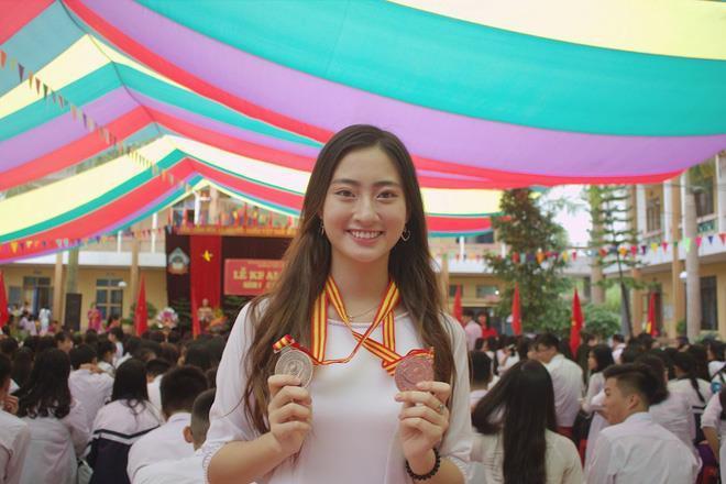 Lương Thùy Linh vừa đăng quang Miss World Vietnam 2019 đã bị khai quật ảnh mặt mộc đáng ngạc nhiên-14