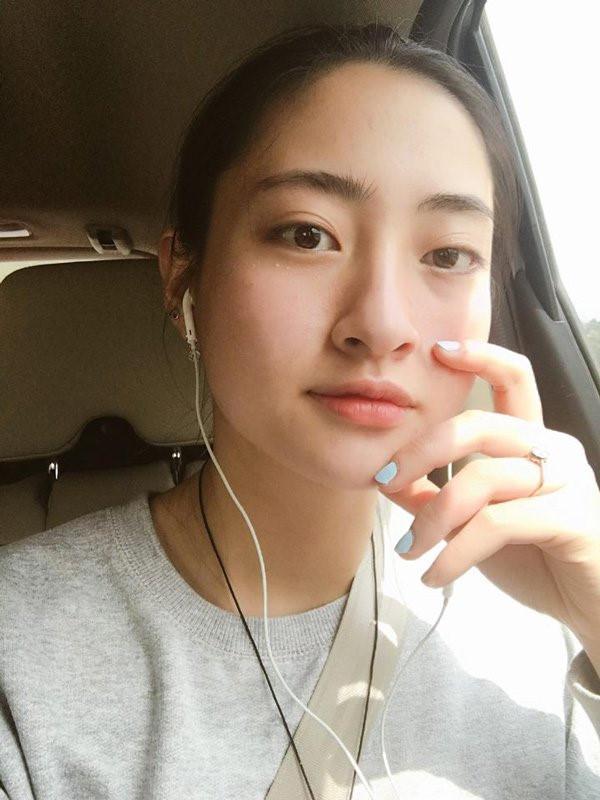 Lương Thùy Linh vừa đăng quang Miss World Vietnam 2019 đã bị khai quật ảnh mặt mộc đáng ngạc nhiên-12