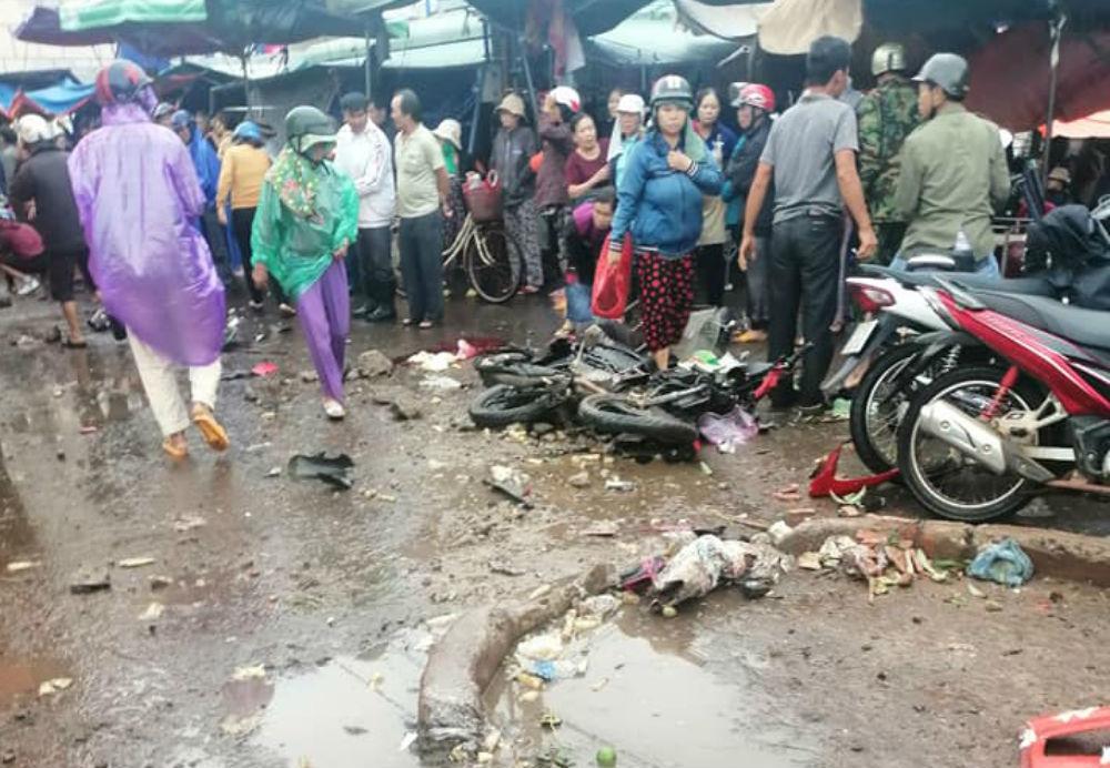 Clip: Khoảnh khắc xe giường nằm lao như tên bắn vào chợ khiến 4 người thiệt mạng-2
