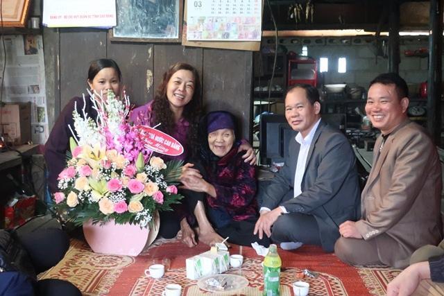 Gia thế tân Hoa hậu Lương Thùy Linh: Bố sĩ quan Quân Đội, mẹ Giám đốc Kho bạc Nhà nước tỉnh Cao Bằng-4