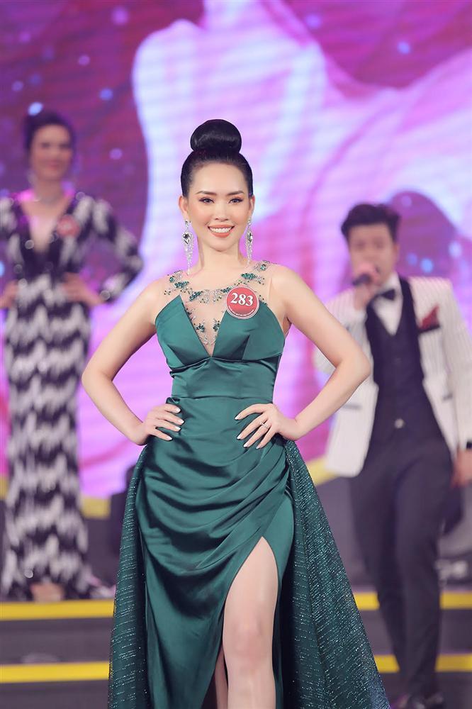 NTK váy dạ hội của Miss World Vietnam 2019: 'Lương Thuỳ Linh rất ngoan, lễ phép và hiểu chuyện'-4