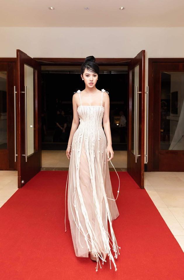 Đụng váy xuyên thấu lộ cả nội y nhưng Đỗ Mỹ Linh - Sam - Jolie Nguyễn vẫn đẹp bất chấp-8