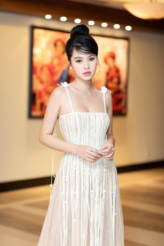 Đụng váy xuyên thấu lộ cả nội y nhưng Đỗ Mỹ Linh - Sam - Jolie Nguyễn vẫn đẹp bất chấp-9