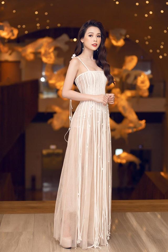 Đụng váy xuyên thấu lộ cả nội y nhưng Đỗ Mỹ Linh - Sam - Jolie Nguyễn vẫn đẹp bất chấp-4
