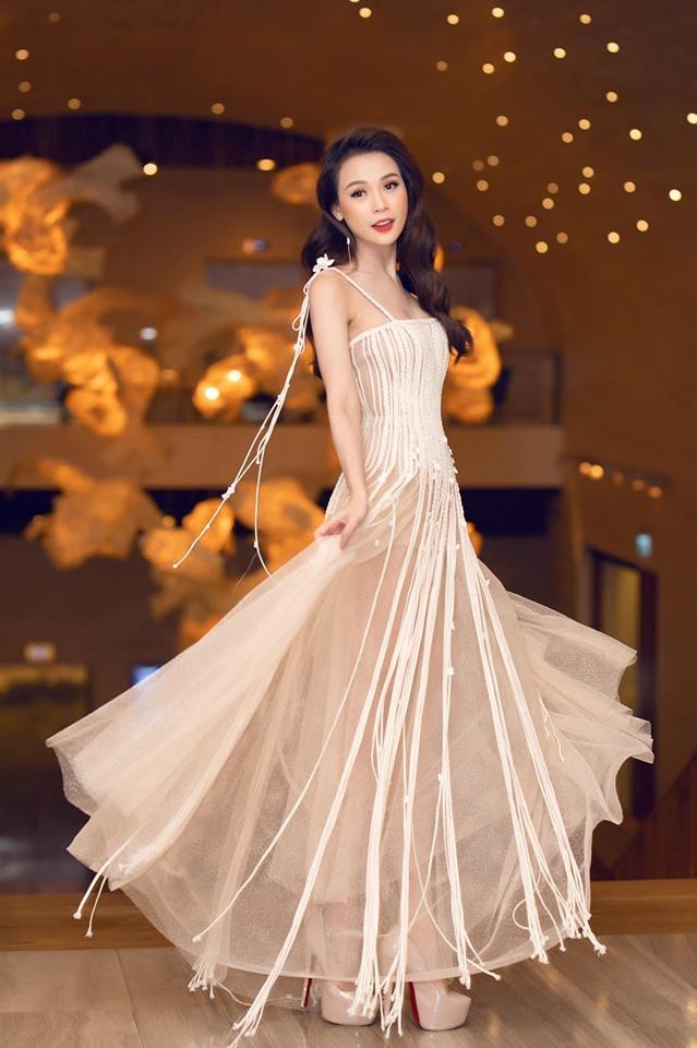 Đụng váy xuyên thấu lộ cả nội y nhưng Đỗ Mỹ Linh - Sam - Jolie Nguyễn vẫn đẹp bất chấp-6