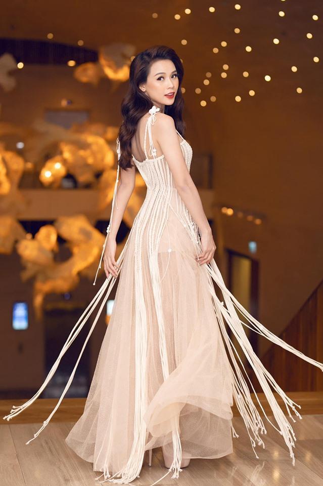 Đụng váy xuyên thấu lộ cả nội y nhưng Đỗ Mỹ Linh - Sam - Jolie Nguyễn vẫn đẹp bất chấp-5