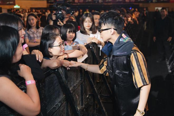 Sơn Tùng M-TP nhận lời cầu hôn của fan nữ 16 tuổi-3