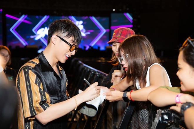Sơn Tùng M-TP nhận lời cầu hôn của fan nữ 16 tuổi-4