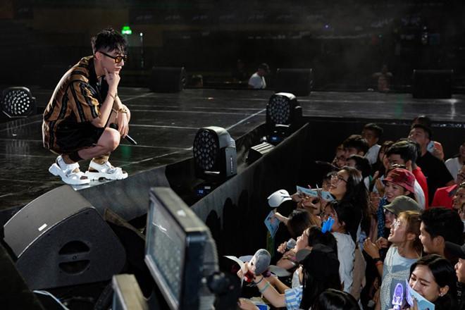 Sơn Tùng M-TP nhận lời cầu hôn của fan nữ 16 tuổi-9