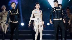 Chi Pu ngã sấp xuống sàn sân khấu Hoa hậu Thế giới Việt Nam 2019