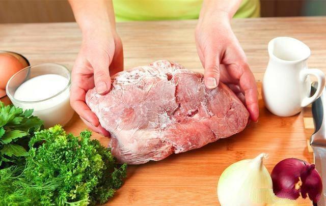 Ngâm nước trực tiếp để rã đông làm thịt nhạt, làm theo cách này thịt luôn tươi ngon-3