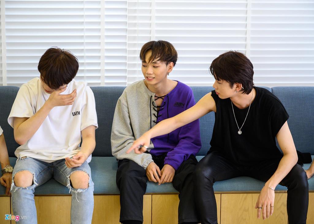 7 chàng trai Việt luyện tập 16 giờ mỗi ngày tại Hàn Quốc để làm ca sĩ-4