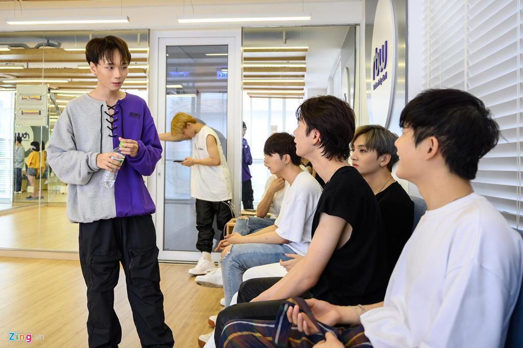 7 chàng trai Việt luyện tập 16 giờ mỗi ngày tại Hàn Quốc để làm ca sĩ-5