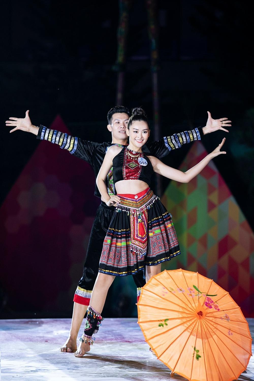 Clip: Giọng hát ngọt lịm của hai Á hậu Nguyễn Tường San, Nguyễn Hà Kiều Loan-6